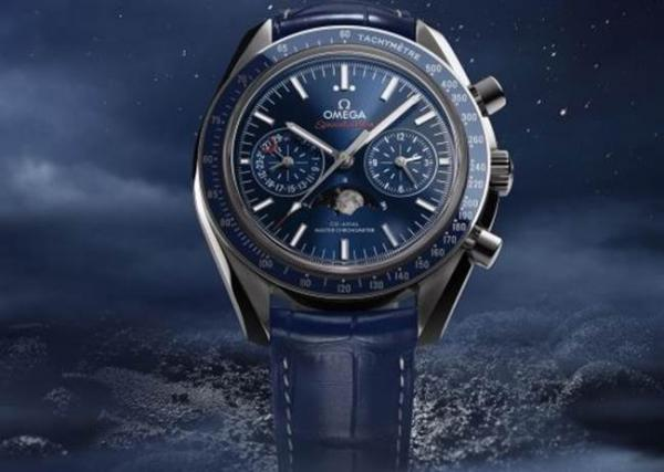 Часы Speedmaster Moonphase Chronograph Master Chronometer представила Omega